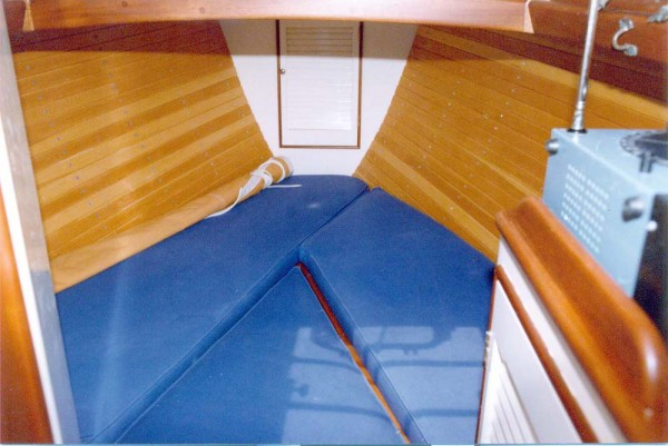 The forward cabin. The veeberthd have in infill to convert to a double berth.