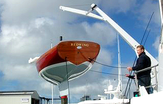 REDWING, built in New Zealand, had a removable keel to fit more neatly onto the deck of a motoryacht.